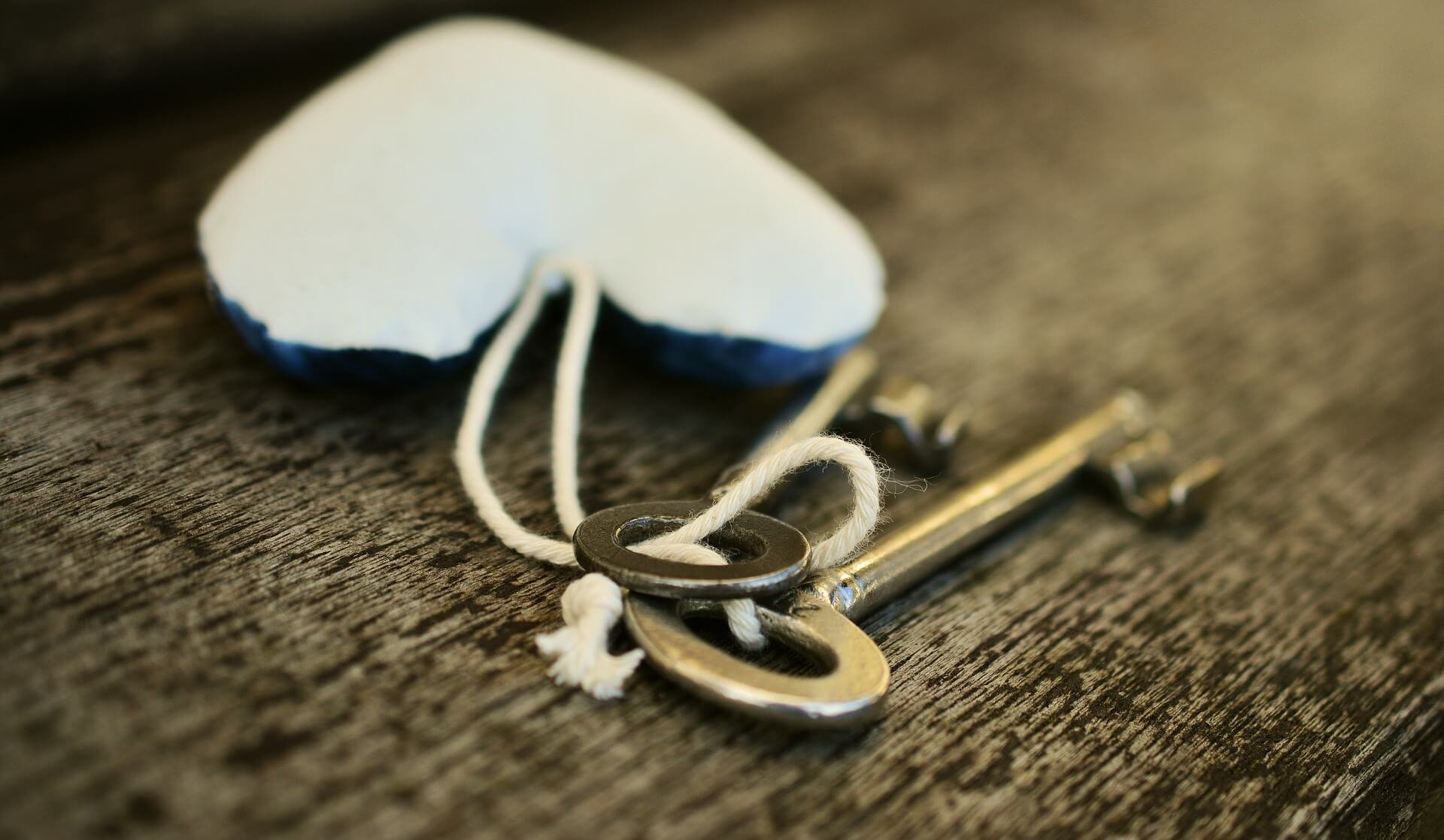 key-2094778_1920
